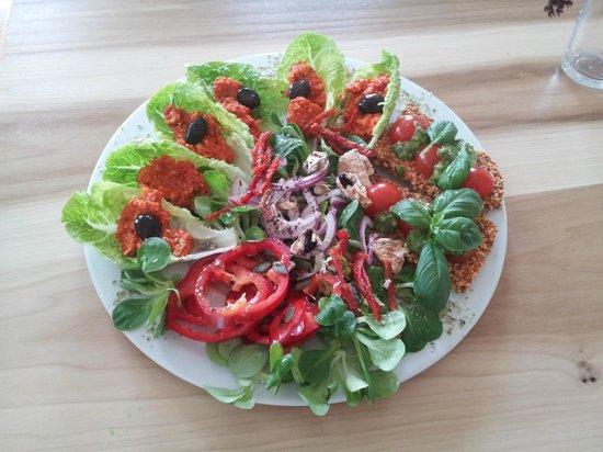 Prana Kafe : Salad art