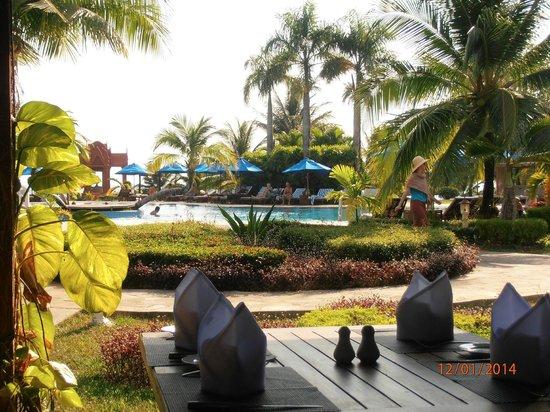 Sokha Beach Resort: Jardines