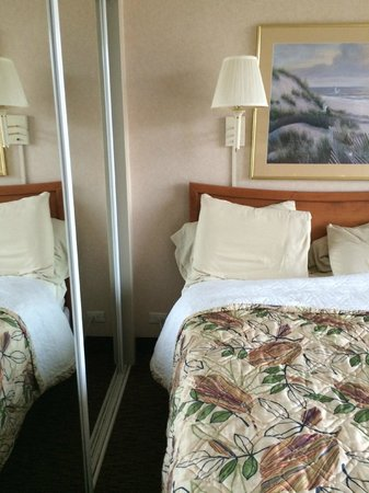 Four Sails Resort : No Nightstand