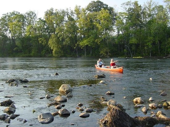 Yogi Bear's Jellystone Park at Natural Bridge: Peaceful canoe ride on the James River