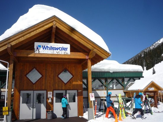 Whitewater Ski Resort: Base Lodge, great lunches, muffins and coffee.