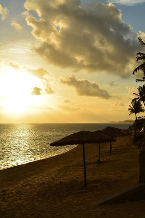 Outrigger Fiji Beach Resort : sunset