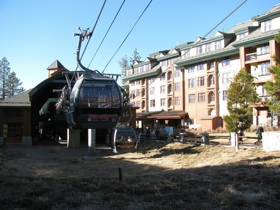 Marriott's Timber Lodge: Lift right outside lobby