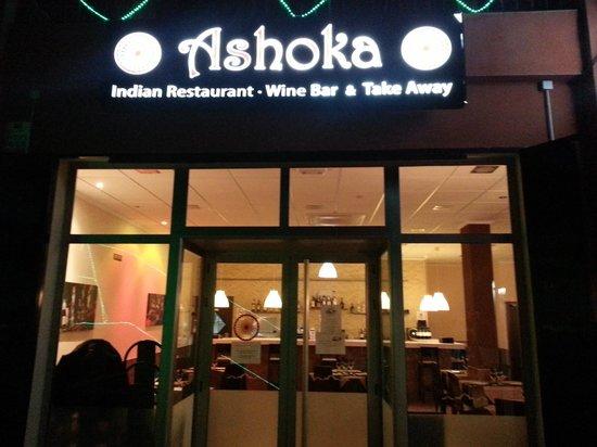 Ashoka indian restaurant villamartin omd men om for Ashoka the great cuisine of india