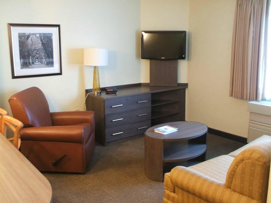 Candlewood Suites - Detroit/Ann Arbor : spacious newly renovated suites