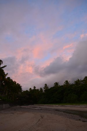 Outrigger Fiji Beach Resort: sunset