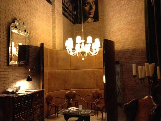 UR Palacio Avenida: Hotel lobby