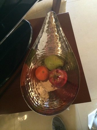 Banyan Tree Ras Al Khaimah Beach : Very modest welcome fruit: one piece per person!