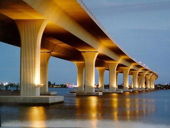 Riverwalk: Roosevelt Bridge