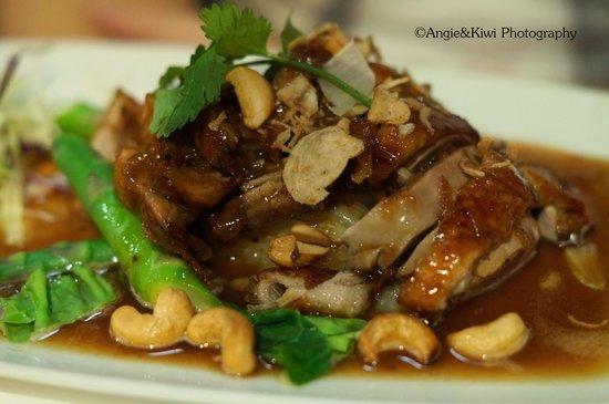 Charm Oriental Bar & Thai Restaurant: main course - Duck dish