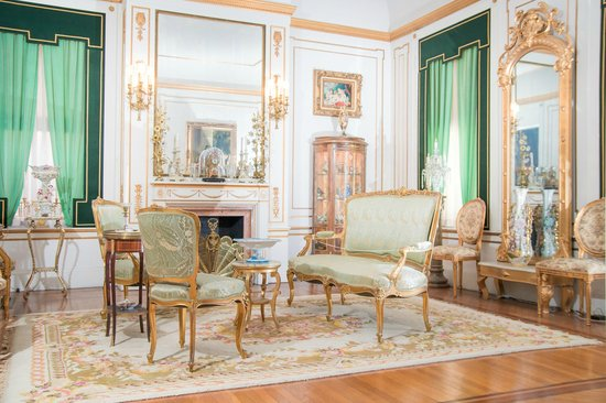 The Samuel Culbertson Mansion Bed and Breakfast Inn : French Parlor