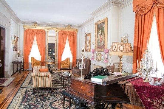 The Samuel Culbertson Mansion Bed and Breakfast Inn: Drawing Room