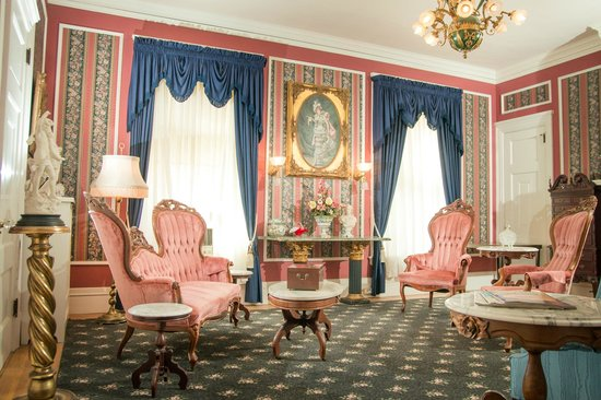 The Samuel Culbertson Mansion Bed and Breakfast Inn: Knights of Kentucky Suite