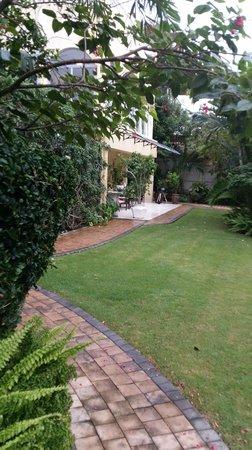 Anchor's Rest: Lush Gardens