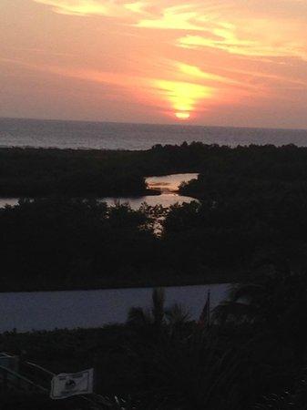 South Seas Towers Condominiums: Sunset third night