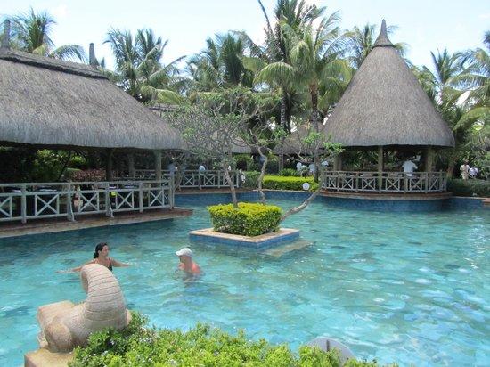 La Pirogue Resort & Spa : Piscine