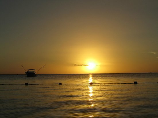 La Pirogue Resort & Spa : Coucher de soleil