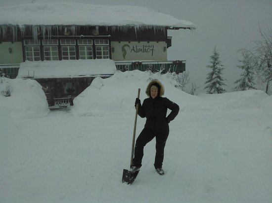 Hotel Almhof: Sepolti nella neve