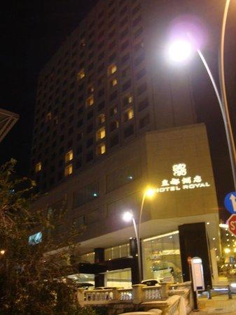 Hotel Royal Macau: Outside view of hotel