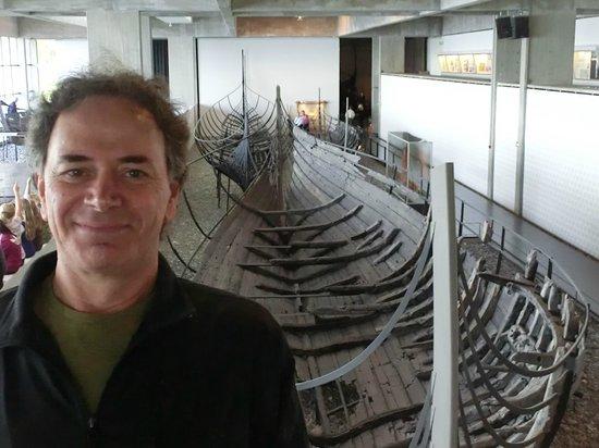 Musée des navires vikings de Roskilde : Eu e um barco construído em Dublin, na Irlanda