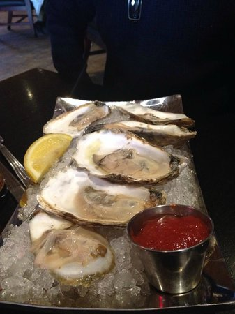 Linda Bean's Maine Kitchen and Topside Tavern: Oysters on the half shell