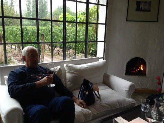 Finca Adalgisa Wine Hotel, Vineyard & Winery: wine bar fireplace