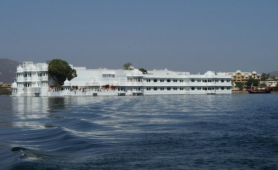 Taj Lake Palace Udaipur : Hotel in the Lake