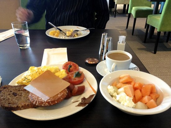 Thon Hotel Opera : Scrumptious breakfast