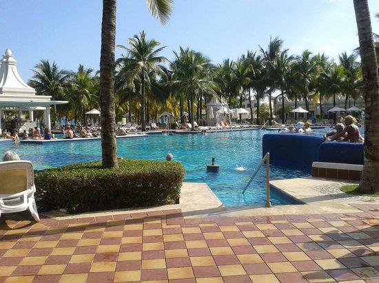 Hotel Riu Palace Riviera Maya: La pileta