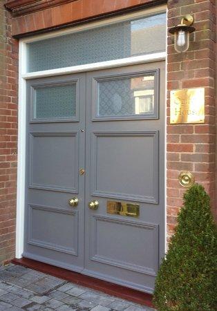 Ogilvy House: FRONT DOOR