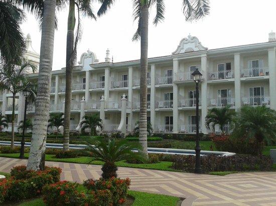 Hotel Riu Palace Riviera Maya: Vista de las Habitaciones desde el patio