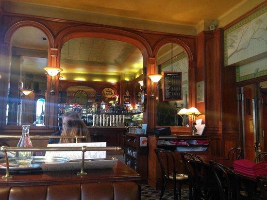 Au General Lafayette : Le bar vu de la salle