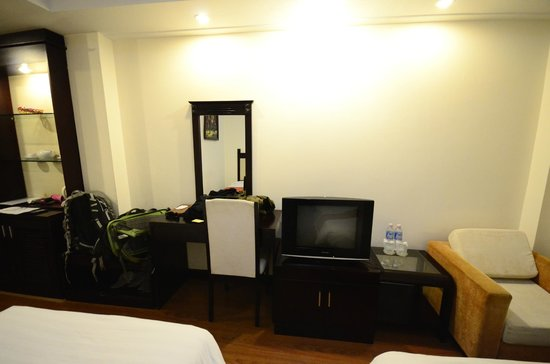 Vina Hotel Hue: Two Double Beds room