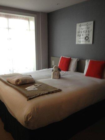 The Rotunda Bar : A bedroom