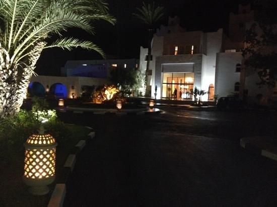 Marhaba Salem : entrance at night