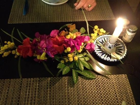 Marhaba Salem : flowers on the table on your last night