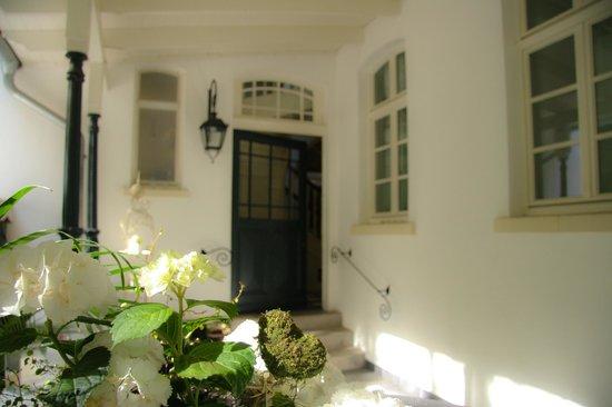 Hotel Hochzeitshaus: Hintereingang/ Veranda