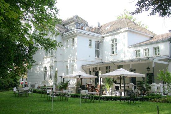 Hotel Hochzeitshaus: Hotel mit Garten und Veranda hinten