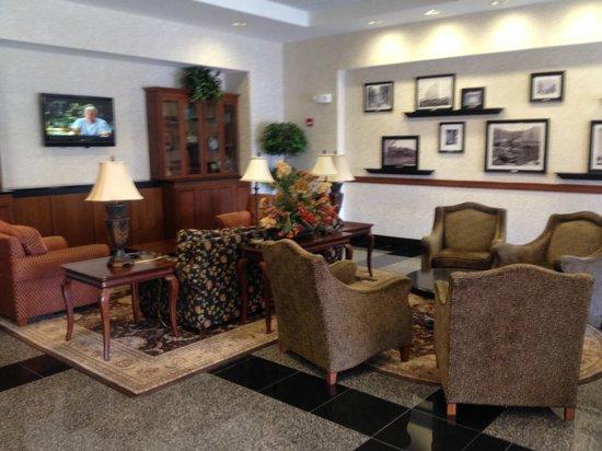 Drury Inn & Suites Meridian : lobby