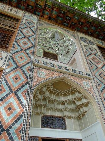 Sheki Khan's Palace : Deckendetail über Eingang und Balkon