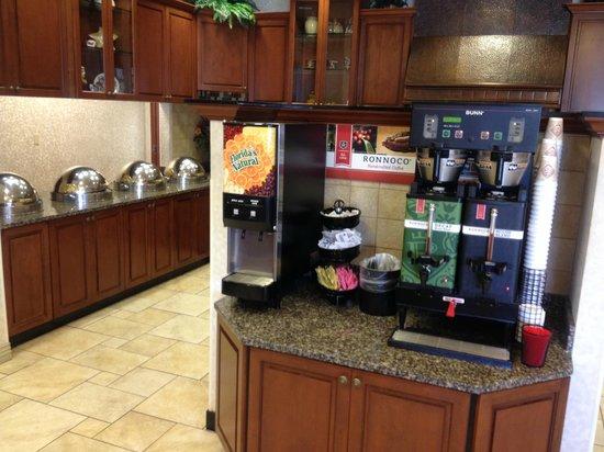 Drury Inn & Suites Meridian : breakfast area