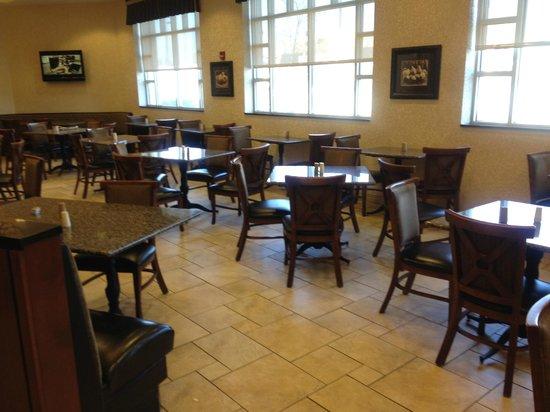 Drury Inn & Suites Meridian: dining / breakfast area