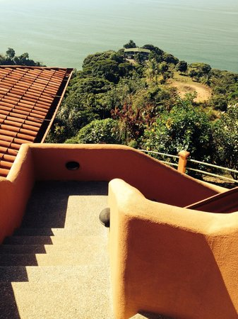 Villas Alturas: stairs leading down to our villa