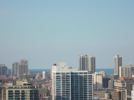 Holiday Inn Chicago Mart Plaza River North: Can see Lake Michigan in distance
