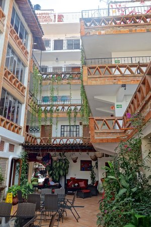 Catedral Vallarta Boutique Hotel: Interior courtyard