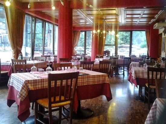 Sala da pranzo foto de ristorante locanda seggiovia - Foto sala da pranzo ...