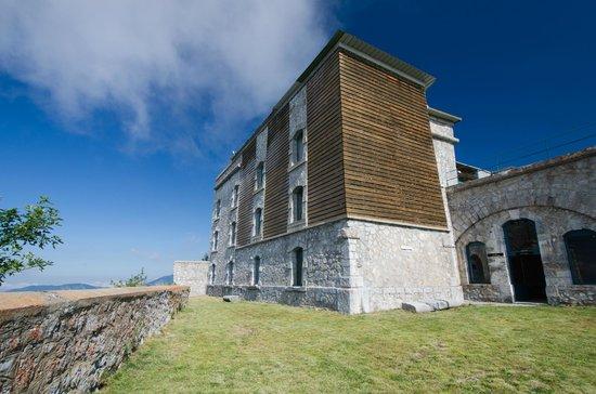 Fort Saint-Eynard : Le quartier des officiers avec son isolation