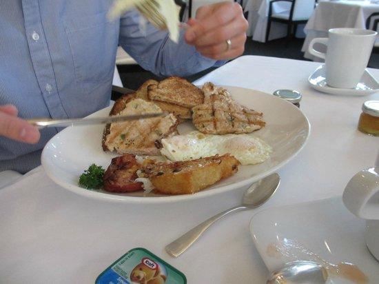LIV Restaurant : Two eggs