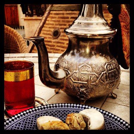 Riad Laurence Olivier: Tea time!!