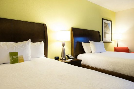 Hilton Garden Inn Charlotte Airport: Two Queen Hearing Accessible Room